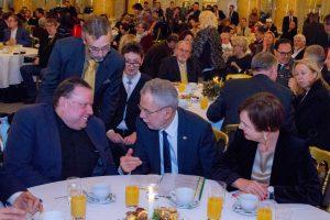 Bundespräsident lacht mit Herbert Pichler