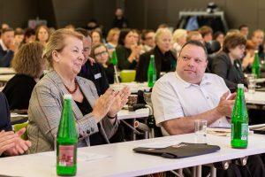 Ministerin Hartinger Klein und Herbert Pichler im Publikum