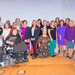 Das Kompetenzteam Fraue mit Behinderungen auf der Bühne gemeinsam mit BK Bierlein, MInisterinnen Zarfl und Stillung und auch First Lady Schmidauer