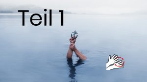 Teil 1 Anker wird in Händen gehalten und ragt aus dem Wasser