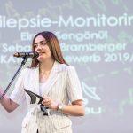 Schülerin der HTL Braunau präsentiert das Projekt Epilepsie Monitoring.